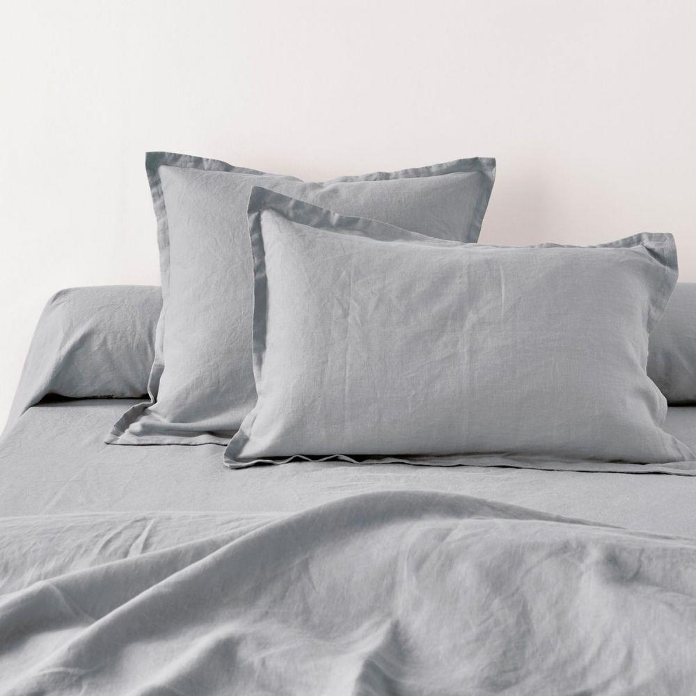 achat taie d 39 oreiller 65x65 avec volant lin m tis gris clair pas cher. Black Bedroom Furniture Sets. Home Design Ideas