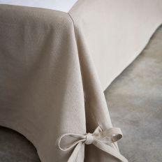 Cache sommier 100% Polyester avec une retombée de 23 cm